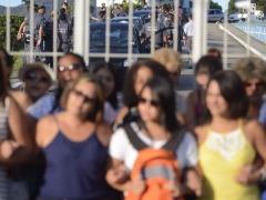 Mulheres de policiais militares bloqueiam portão em batalhão no Espírito Santo - Foto: Tâbnia Rêgo / Agência Brasil