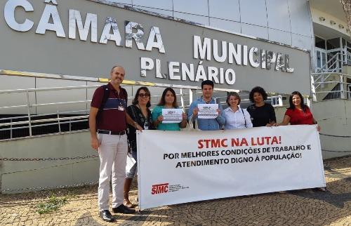 Grupo de enfermeiros protesta contra fala de vereador - Foto: DIVULGAÇÃO