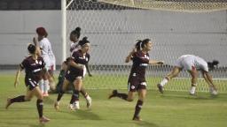 Guerreiras goleiam e técnica acredita em arrancada no Campeonato