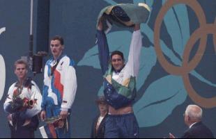 Ormuzd Alves / Folhapress - Gustavo Borges comemora a conquista da medalha de prata em Atlanta-1996