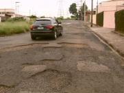 Há 8 anos sem manutenção, ruas de bairro de São Carlos estão intransitáveis e causam acidentes