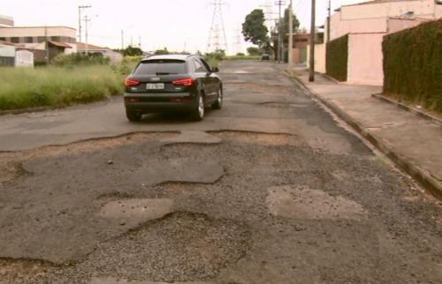 Há 8 anos sem manutenção, ruas de bairro de São Carlos estão intransitáveis e causam acidentes - Foto: ACidade ON - São Carlos
