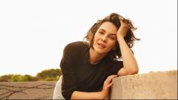 """Tainá Muller, de """"Bom Dia, Verônica"""", conversa com a Curadoria Hilst."""