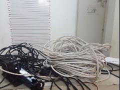 Homem foi encontrado com cabos e ferramentas (Foto: Divulgação) - Foto: Divulgação