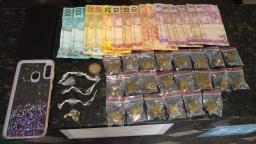 Homem é preso com drogas e diz que virou traficante por estar desempregado