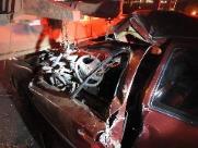 Homem fica ferido em acidente entre carro e caminhão na SP-255