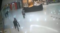 Assaltantes roubaram celulares quebrados do Shopping Jaraguá