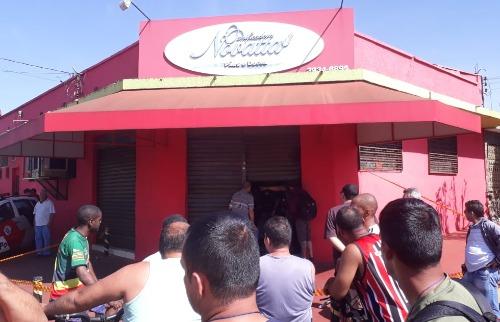 Homem foi executado dentro de padaria, no Ipiranga (foto: Ricardo Canaveze / ACidade ON) - Foto: Ricardo Canaveze