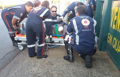 ACidade ON - São Carlos - Idoso é atropelado enquanto segurava trânsito para caminhão manobrar