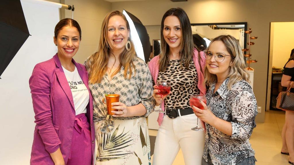 Tabata Boccatto, Alessandra Lembo, Jaqueline Sardinha e Tai Godoi na inauguração da Yuool Temporary Store - Foto: Guilherme Gongra