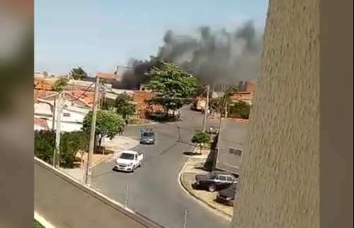 Incêndio atinge galpão no Jardim Macaranã, em Campinas - Foto: Divulgação