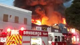 Fogo destruiu 100% de comércio e veículo em Ribeirão Preto