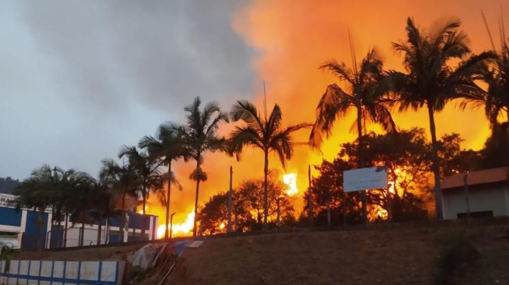 Região de Monte Alegre do Sul que sofre com queimadas desde de quinta-feira (Foto: Reprodução/Facebook) - Foto: Divulgação