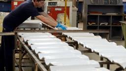 Indústria interrompe 3 meses de alta e cai 1,2% em novembro