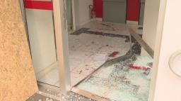 Bandidos invadem agência bancária e tentam arrombar caixa