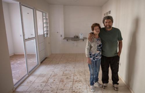 Ivete e o marido, José, estão entre as 170 famílias que devem se mudar para conjunto de apartamentos - Foto: Weber Sian / A Cidade