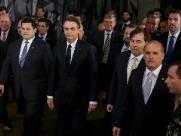 Sob crise política, Bolsonaro entrega proposta de reforma da Previdência