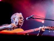 Jards Macalé traz sua vanguarda musical vigorosa ao Sesc