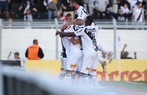 Jogadores comemoram gol em mais uma vitória da Ponte Preta (Foto: Denny Cesare/Código19) - Foto: (Foto: Denny Cesare/Código19)