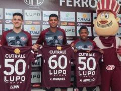 Jogadores são homenageados pela Ferroviária (Amanda Rocha/ACidadeON Araraquara) - Foto: Amanda Rocha