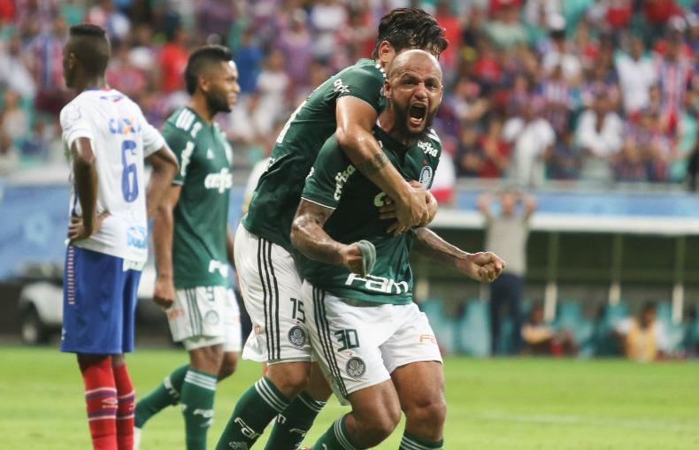 28bedf0b2 Felipe Melo, do Palmeiras, comemora gol com jogadores do time em jogo  contra o Bahia neste domingo (16), na Arena Fonte Nova, em Salvador (Foto:  Tiago ...