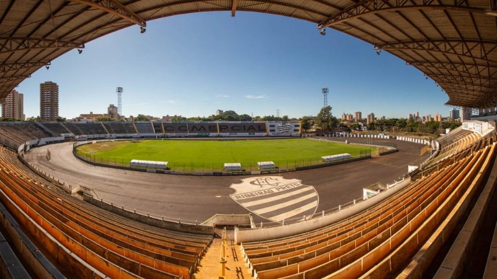 O Estádio Palma Travassos, casa do Comercial de Ribeirão Preto, visto das arquibancadas (Foto: Weber Sian / ACidade ON) - Foto: Weber Sian / A Cidade