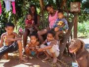 """""""Tem dias que não temos o que comer"""", diz Mariana, mãe de cinco"""