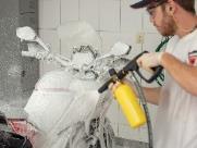 Moto wash campineiro usa xampu de avião na lavagem de motos