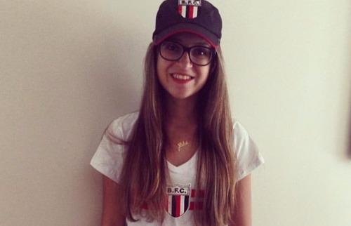 Reprodução / Facebook - Júlia Gracioli Vasconcellos estava em van que capotou na noite de sábado (22)