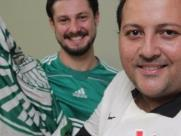 Júlio Fabeni, torcedor do Palmeiras, se encontrou com Paulo Henrique Januário, corintiano - Foto: Matheus Urenha / A Cidade