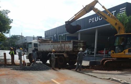 Correa Junior/A Cidade - Obras na Francisco Junqueira fecham pista da avenida no domingo