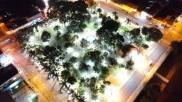 Lâmpadas de LED são instaladas nas praças da Ibaté