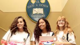 Após projeto social, alunas pedem ajuda para ir a feira de ciências
