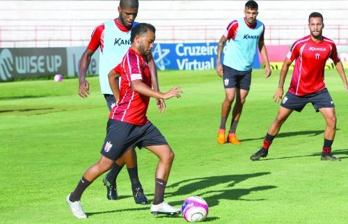Lelê treinou com o elenco e pode reaparecer no time - Foto: Rogério Moroti / Agência Botafogo