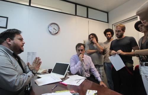 Matheus Urenha / A Cidade - Antes da sessão na Câmara, integrantes da classe artística e dos Conselhos Municipais da Juventude, da Cultura e de Álcool e Drogas se reuniram com o vereador