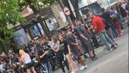 Dezenas de pessoas se aglomeram em rua do Jardim Londres