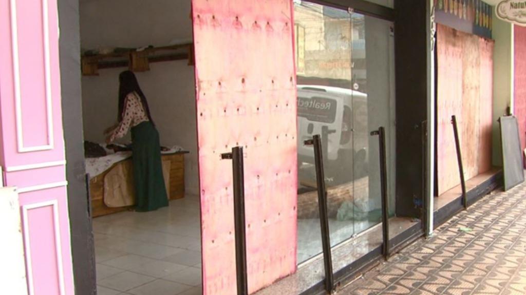 Lojas do comércio foram destruídas com a enchente do dia 12 de janeiro em São Carlos. Foto: Reprodução/EPTV - Foto: EPTV