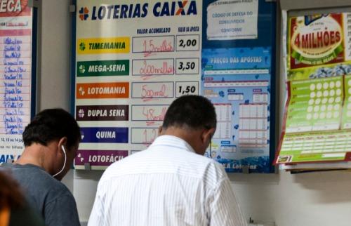 Jogadores fazem apostas em lotérica de Ribeirão Preto - Foto: Milena Aurea / A Cidade