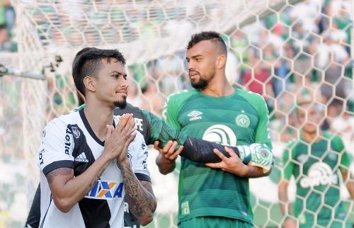 Folha Imagem - Lucca lamenta lance perdido em Chapecó: o Z4 chegou