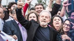 Ex-presidente Lula é solto após 580 dias preso na Polícia Federal em Curitiba
