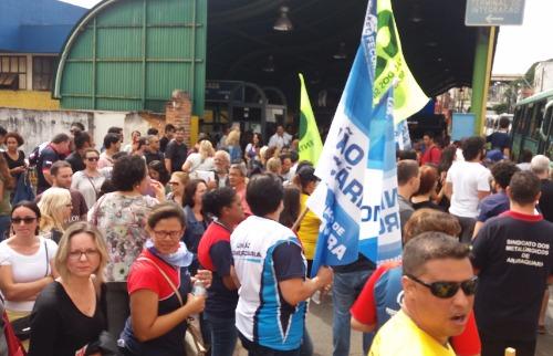 ACidade ON - Araraquara - Manifestantes ocuparam Terminal Central de Integração (Willian Oliveira/ACidadeON/Araraquara)