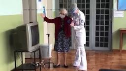 Aos 95 anos, idosa do Lar dos Velhos se recupera da covid-19