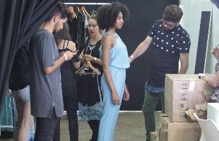 F.L.Piton / A Cidade - Mariê Monção (de azul), modelo com carreira internacional, diz que há uma grande expectativa para o desfile desta sexta-feira