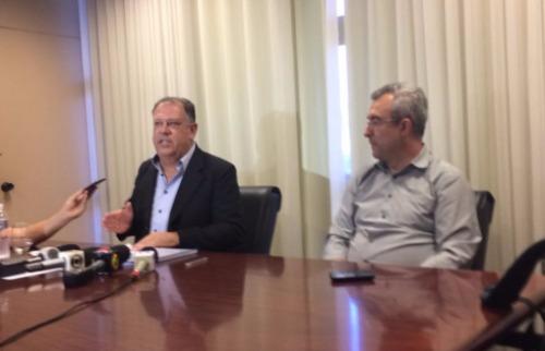 Wesley Alcântara / A Cidade - Marinho Sampaio (à esquerda) anunciou renúncia ao lado de Marcos Berzoti (Foto: Wesley Alcântara / A Cidade)