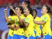 Com gol histórico de Marta, Brasil vence Itália e avança no Mundial