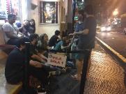 Fãs esperam mais de 6h em fila para assistir