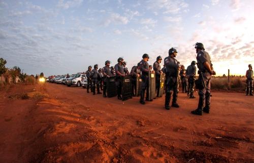 """Megaoperação de reintegração de posse no acampamento """"Novo Horizonte"""", dentro do assentamento Monte Alegre (Fotos: Amanda Rocha) - Foto: Da reportagem"""