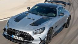 BMW e Mercedes: briga de cachorro grande  e no escuro