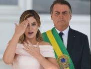 Michelle quebra protocolo e discursa em libras antes de Bolsonaro