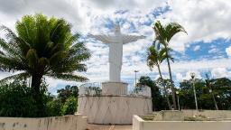 Mirante do Cristo oferece vista a mil metros de altitude em Lindoia